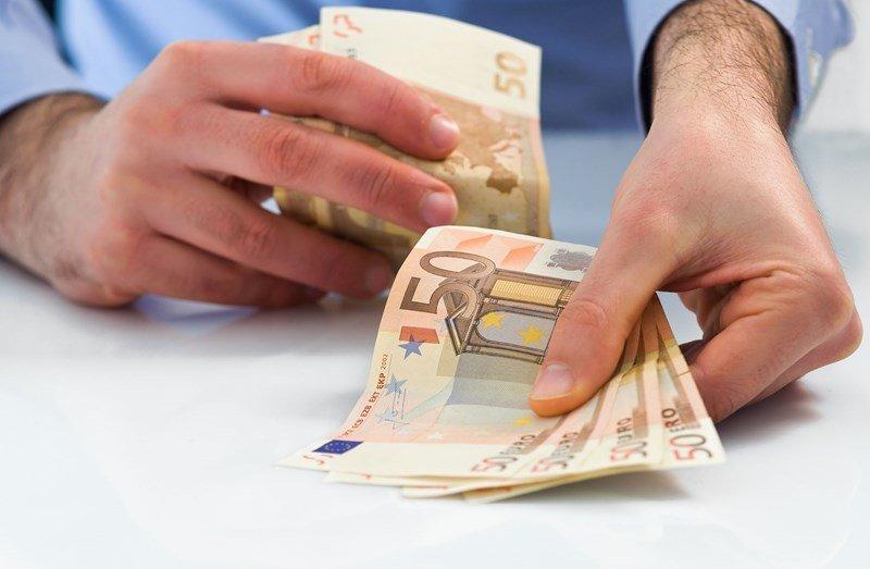 Banken, Letten Jullie Ook Op De Kleintjes?!